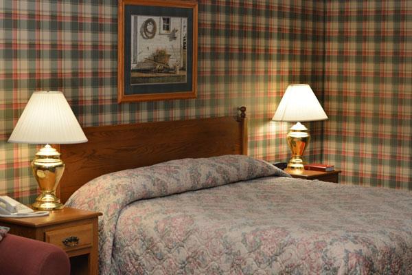 jaccuzzi-fireplace-beds-closeup