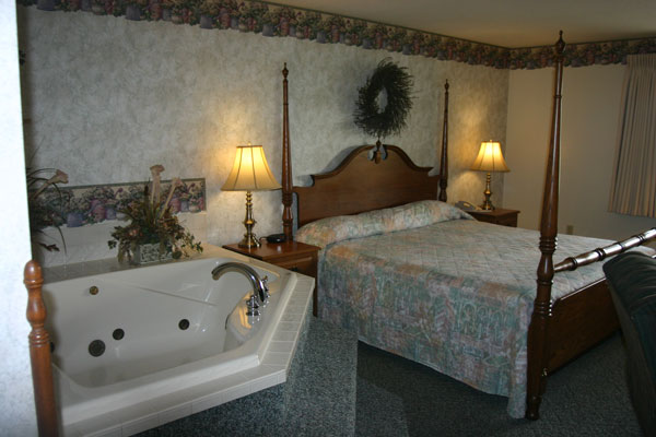 jaccuzzi-king-bed-and-jaccuzzi