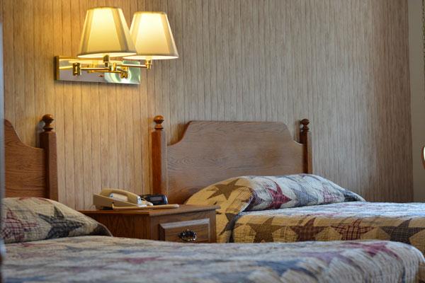 dutch-host-inn-2-doubles-beds-close-up-left