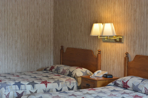 dutch-host-inn-2-doubles-beds-close-up