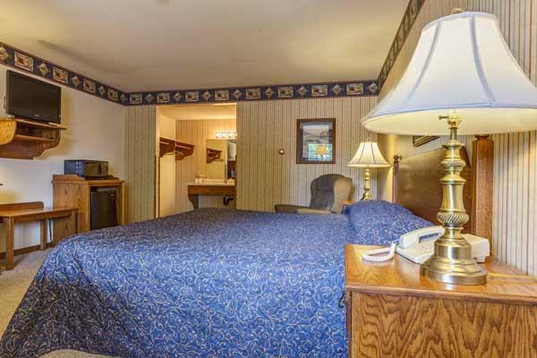 dutch-host-inn-king-room-2